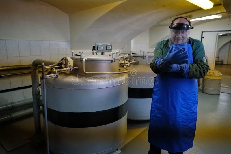 Vavilov rośliny instytut badawyczy Laboratorium dla magazynu przy niskimi temperaturami rośliien ziarna niezwykle - Specjalista k fotografia stock