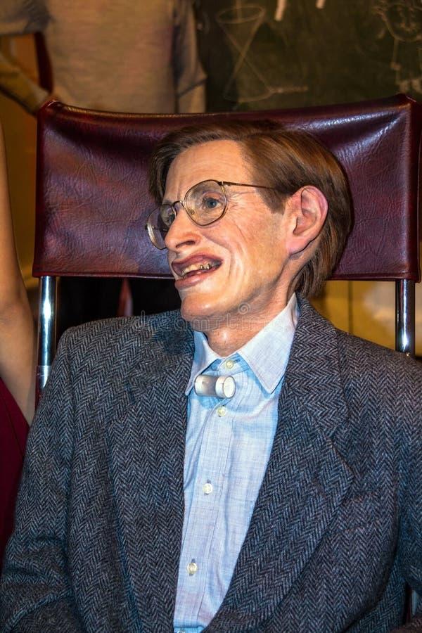 Vaxdiagram av den amerikanska fysikern och astrofysikern Stephen Hawking i museum för madam Tussauds London royaltyfria bilder