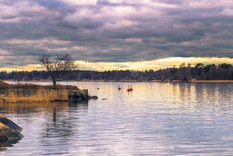 Vaxholm - 2017年4月07日:斯德哥尔摩群岛在Vaxholm, Swe 库存照片
