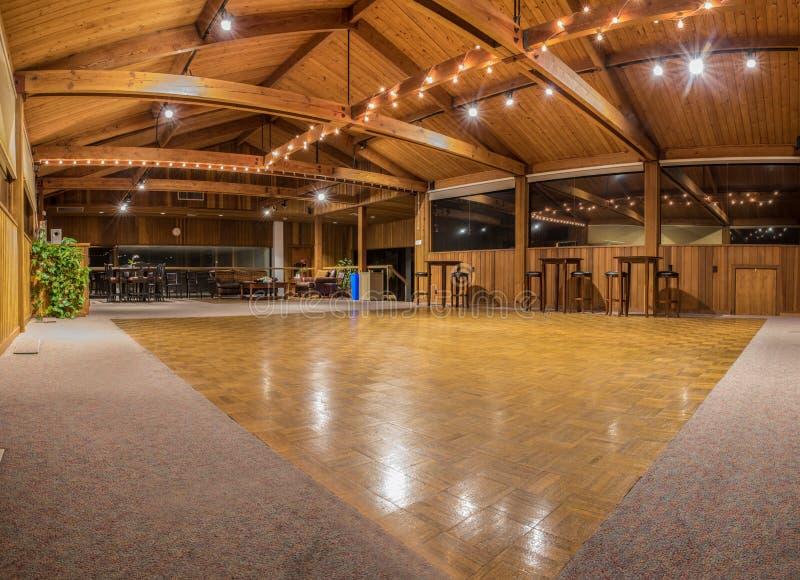 Vaya de fiesta las luces reflejadas sobre sala de baile vacante fotografía de archivo libre de regalías