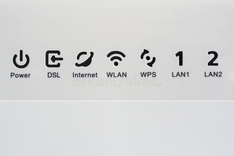VDSL modem, kombinerad apparat för modulering och demodulering Nätverkssymboler: DSL, internet, WLAN, WPS, LAN och makt arkivbilder