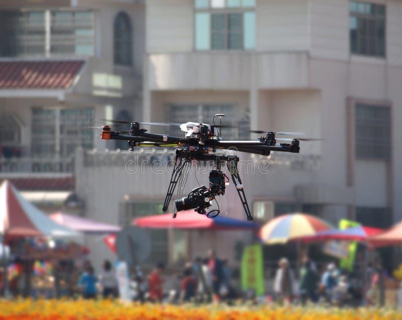 Veículo aéreo 2não pilotado com uma câmara digital fotos de stock royalty free