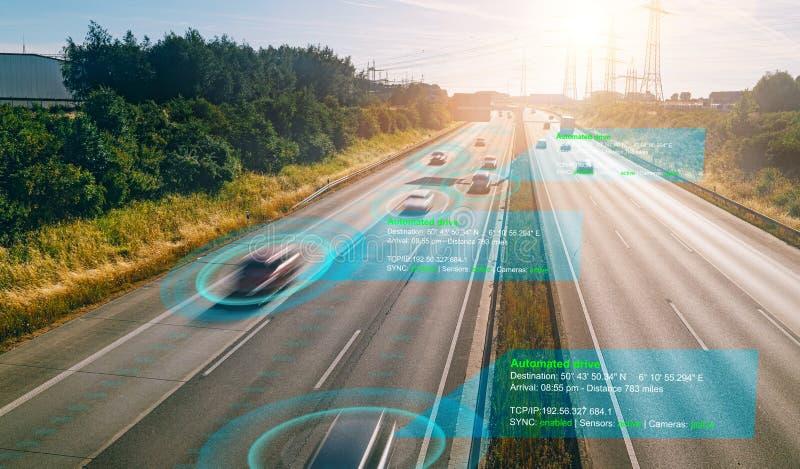 Veículo autônomo autocondutor em estrada de estrada, conceito com sistema de sinal de radar de sensores gráficos fotos de stock royalty free