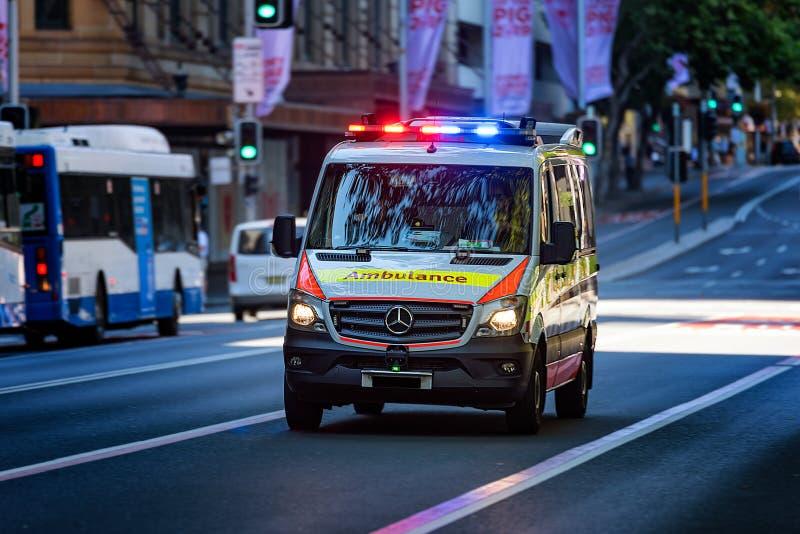 Veículo da emergência na ação fotos de stock