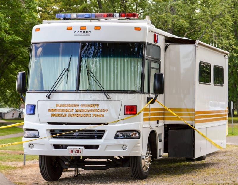 Veículo de cargo de comando móvel da gestão de emergência imagens de stock royalty free