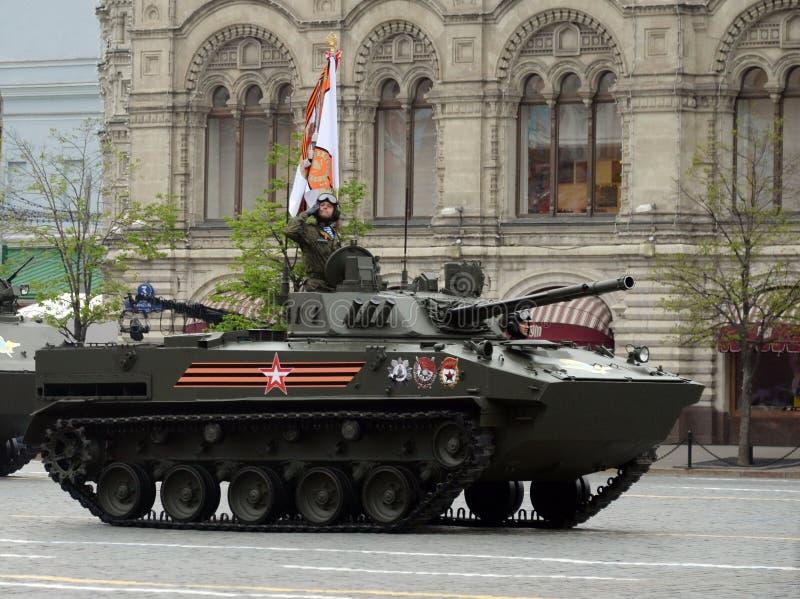 Veículo de combate do russo para transportar paramilitares das tropas transportadas por via aérea BMD-4 durante o ensaio de vesti fotografia de stock royalty free