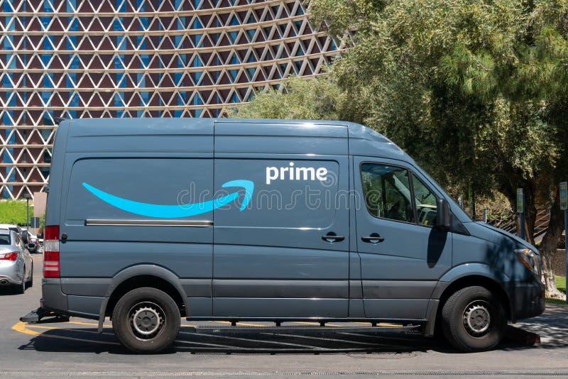 Veículo de entrega do Amazon Prime e logotipo da marca registrada imagens de stock
