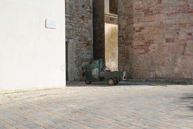 Veículo italiano característico para o transporte imagem de stock