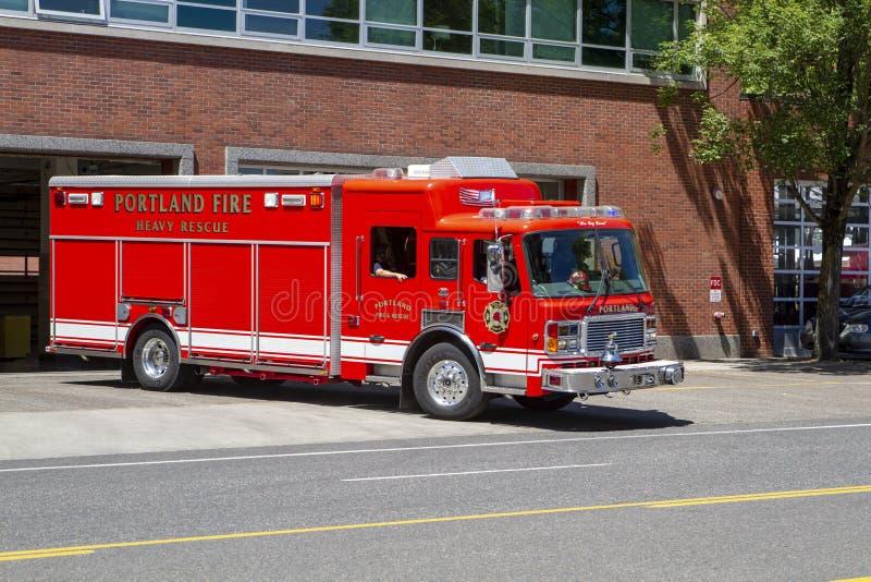 Veículo pesado da emergência do salvamento do departamento dos bombeiros fotos de stock royalty free