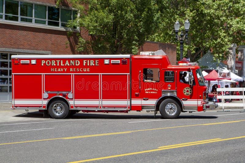 Veículo pesado da emergência do salvamento do departamento dos bombeiros foto de stock