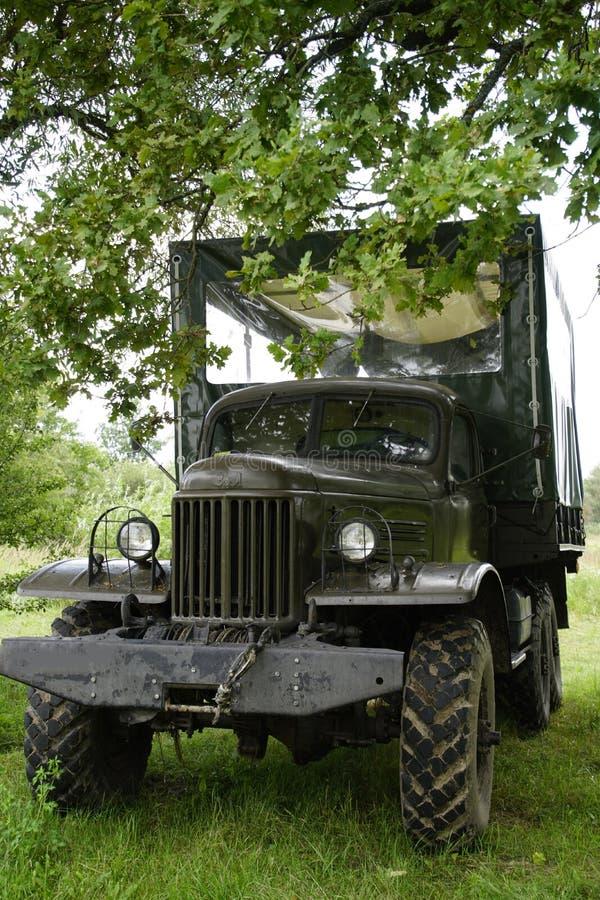 Veículo todo-terreno militar velho dos tempos da URSS Transporte para o safari fora de estrada Carro fotografia de stock royalty free