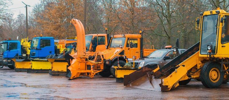 Veículos do serviço do inverno imagens de stock