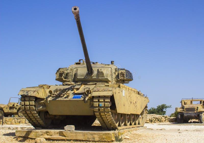 Veículos militares blindados rejeitados no monte segunda-feira do radar de HarAdar imagens de stock