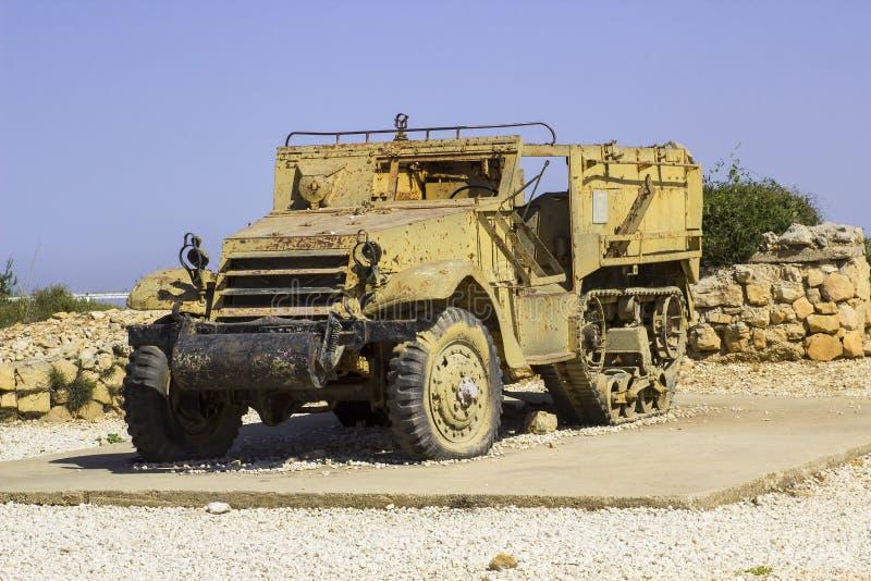 Veículos militares blindados rejeitados no monte segunda-feira do radar de HarAdar fotos de stock royalty free