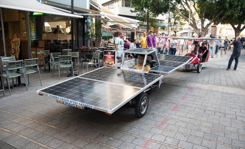 Veículos postos solares fotografia de stock royalty free