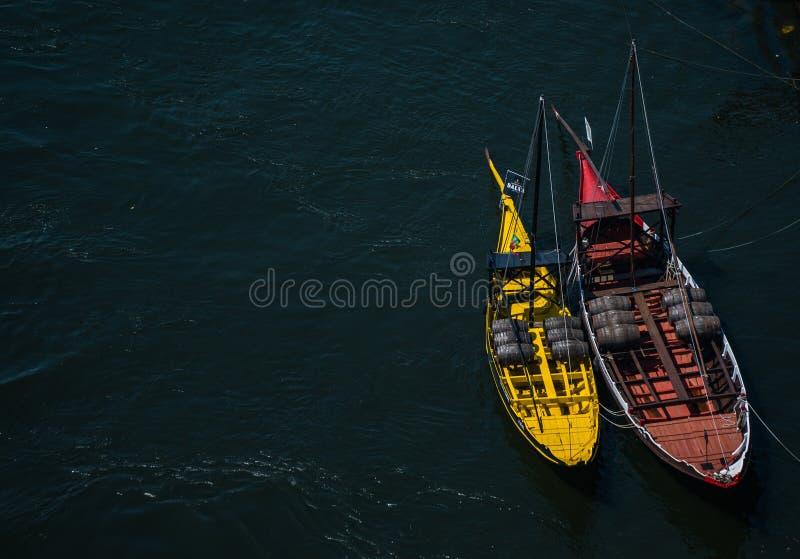 Vea del puente de los Dom LuÃs I en los barcos fotos de archivo libres de regalías