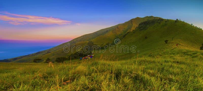 Download Vea Del Sitio Para Acampar De Sabana II, Soporte Merbabu, Java Central, Indonesia Imagen de archivo - Imagen de java, hermoso: 41917561