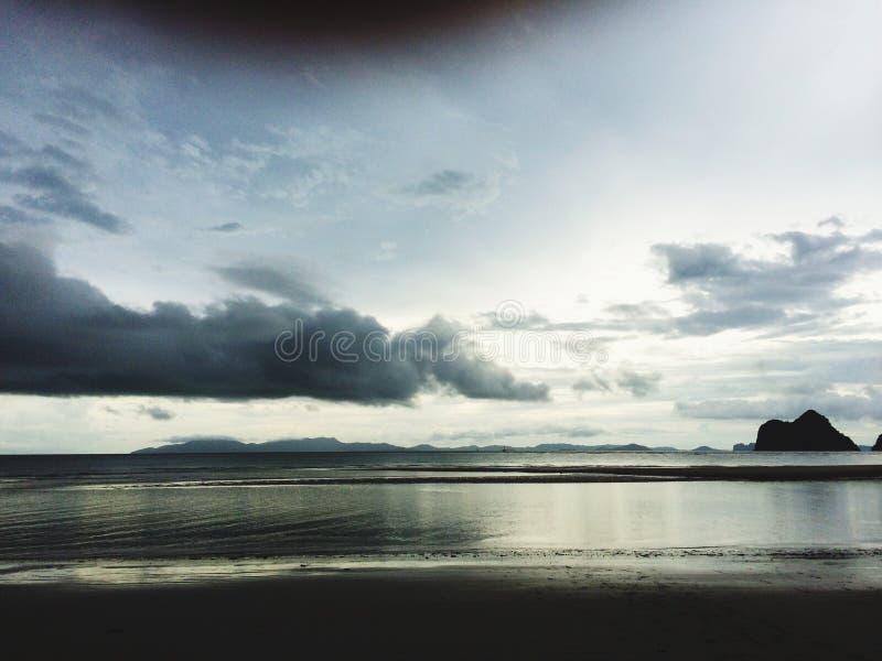 Vea el cielo del arena de mar imágenes de archivo libres de regalías