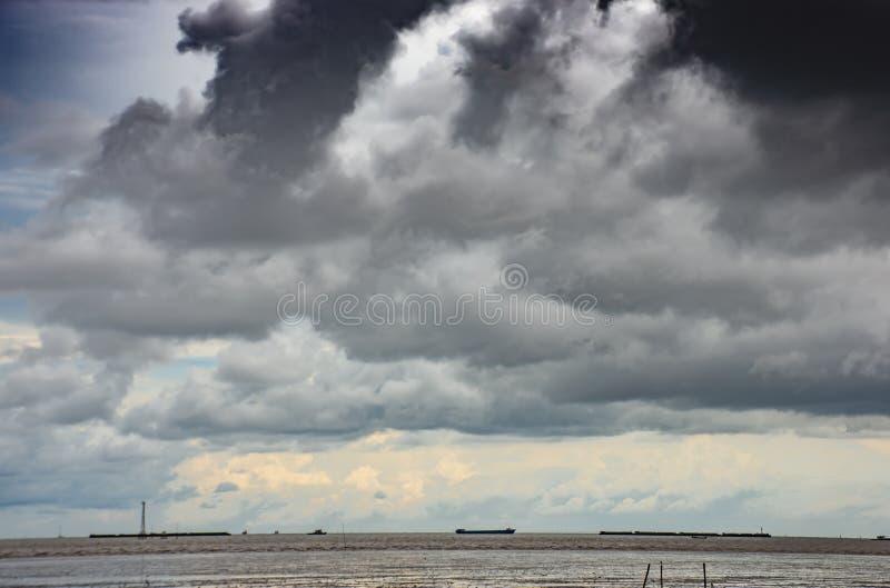 Vea el cielo y el mar en la PU de la explosión en Samut Prakan imagen de archivo libre de regalías