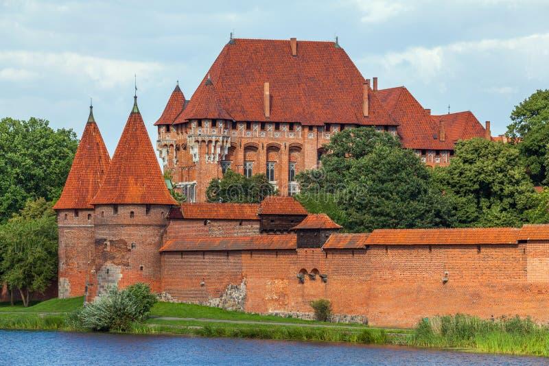 Vea un castillo medieval viejo en la región de Malbork - de Pomerania, Pola foto de archivo libre de regalías