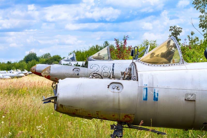 Vecchi aerei di istruttore militari aerei cecoslovacchi del getto di L-29 Delfin Maya immagini stock