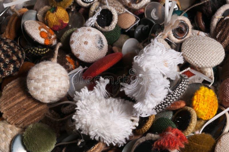 vecchi bottoni utilizzati misti del tessuto fotografie stock