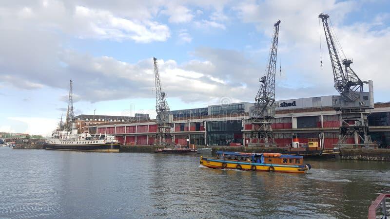 Vecchi Bristol Docks e gru immagini stock libere da diritti