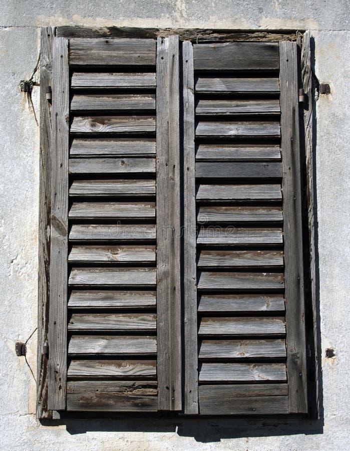 Vecchi ciechi di legno rustici fotografia stock