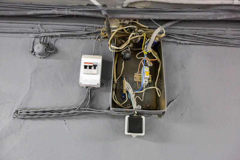 Vecchi collegamenti elettrici immagine stock