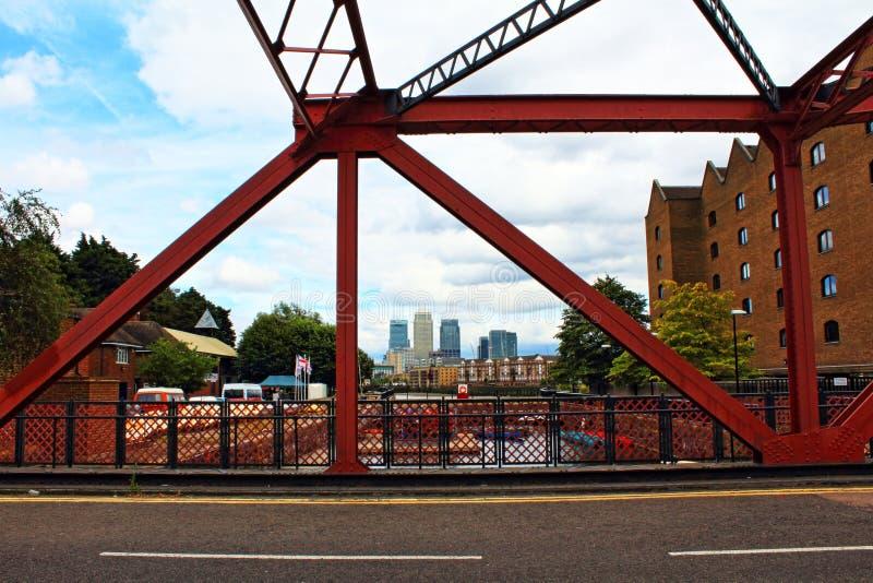 Vecchi Docklands d'acciaio Londra orientale di Shadwell del ponte di basculla fotografia stock libera da diritti