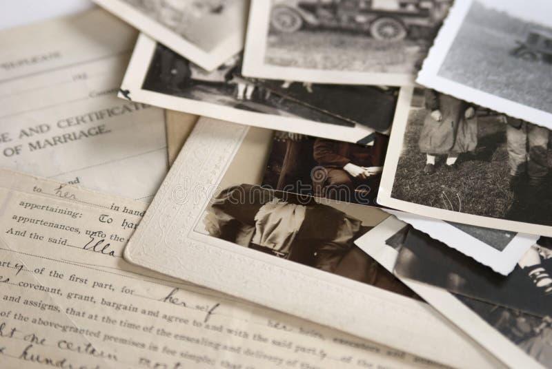 Vecchi fotografie e documenti immagini stock