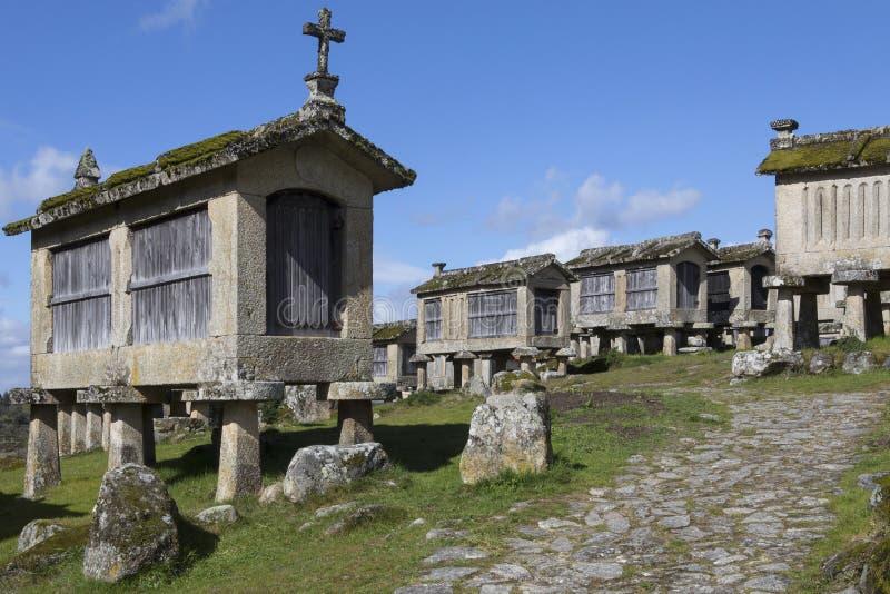 Vecchi granai a Lindoso - il Portogallo immagini stock libere da diritti