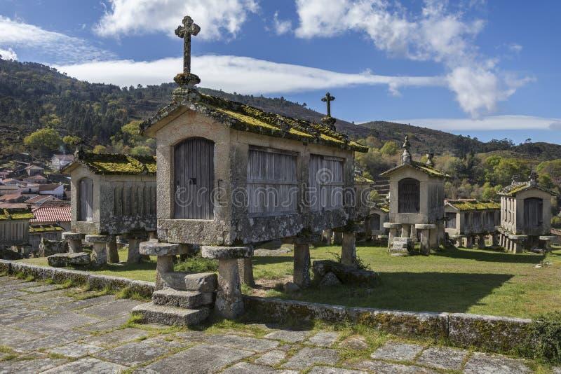 Vecchi granai a Lindoso - il Portogallo fotografia stock