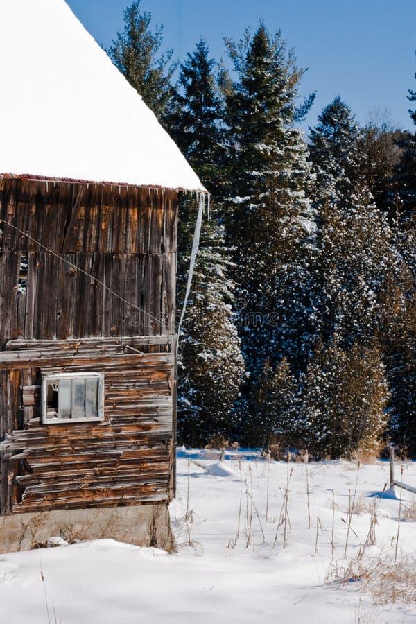 Vecchi granaio e finestra fotografia stock libera da diritti