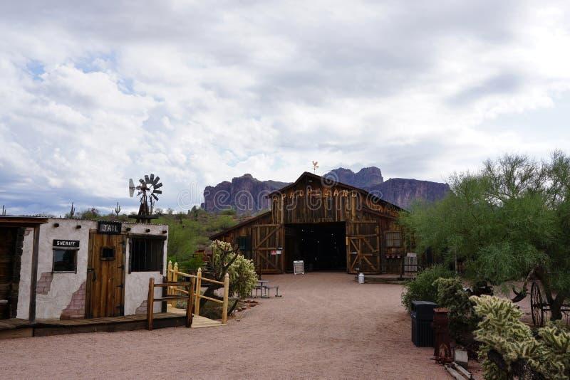 Vecchi granaio e prigione ad ovest di Apacheland immagini stock libere da diritti