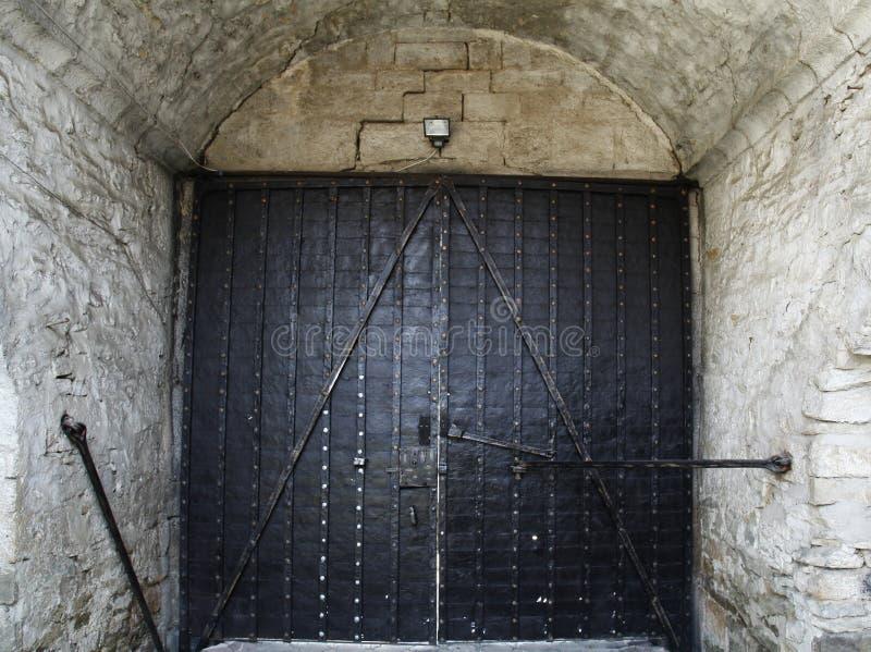 Vecchi grandi porta del ferro di stile dell'ottomano e lerciume d'annata tradizionali w fotografia stock