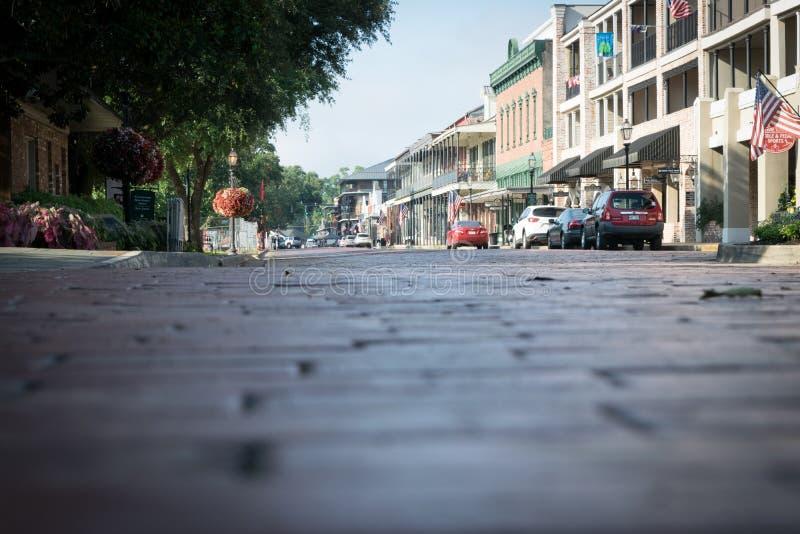 Vecchi lastricatori del mattone su Front Street in Natchitoches immagine stock libera da diritti