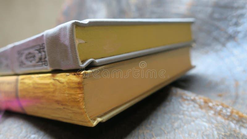 Vecchi libri a partire dalle vecchie date fotografia stock libera da diritti