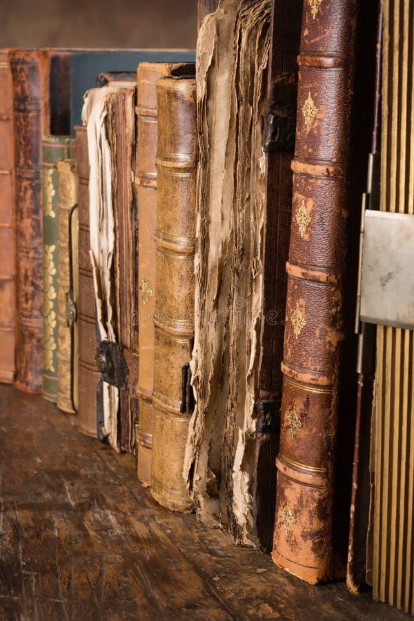 Vecchi libri stagionati immagini stock