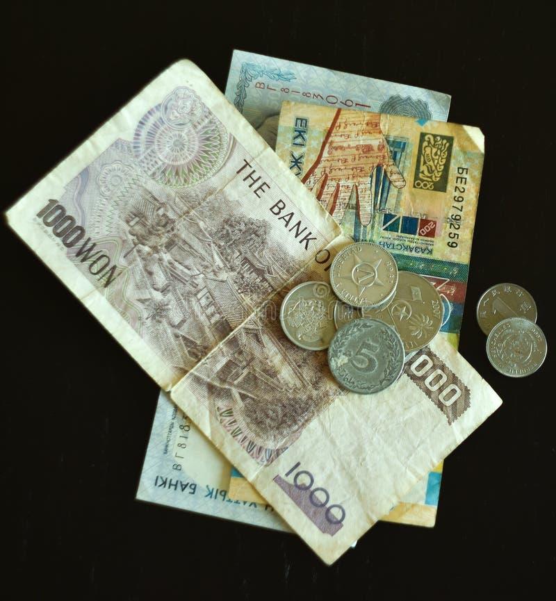 Vecchi monete e contanti fotografia stock libera da diritti