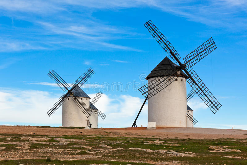 Vecchi mulini a vento spagnoli immagini stock libere da diritti