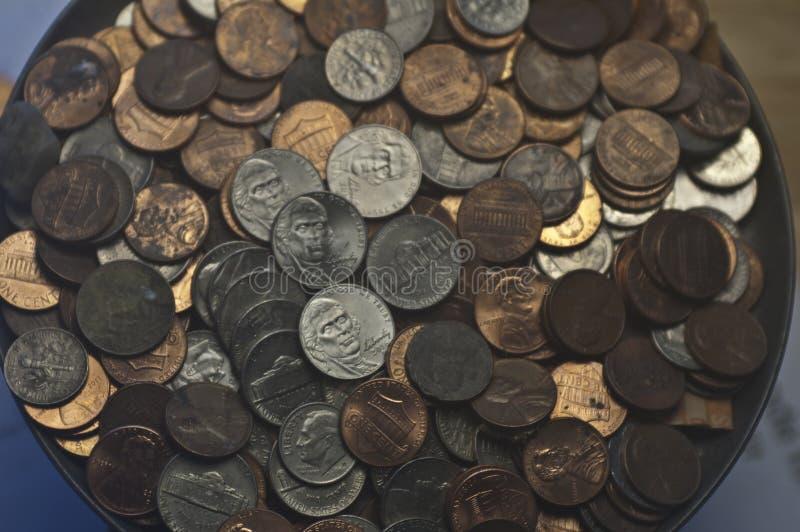 Vecchi nichel casuali delle monete da dieci centesimi di dollaro dei penny delle monete degli Stati Uniti fotografie stock libere da diritti