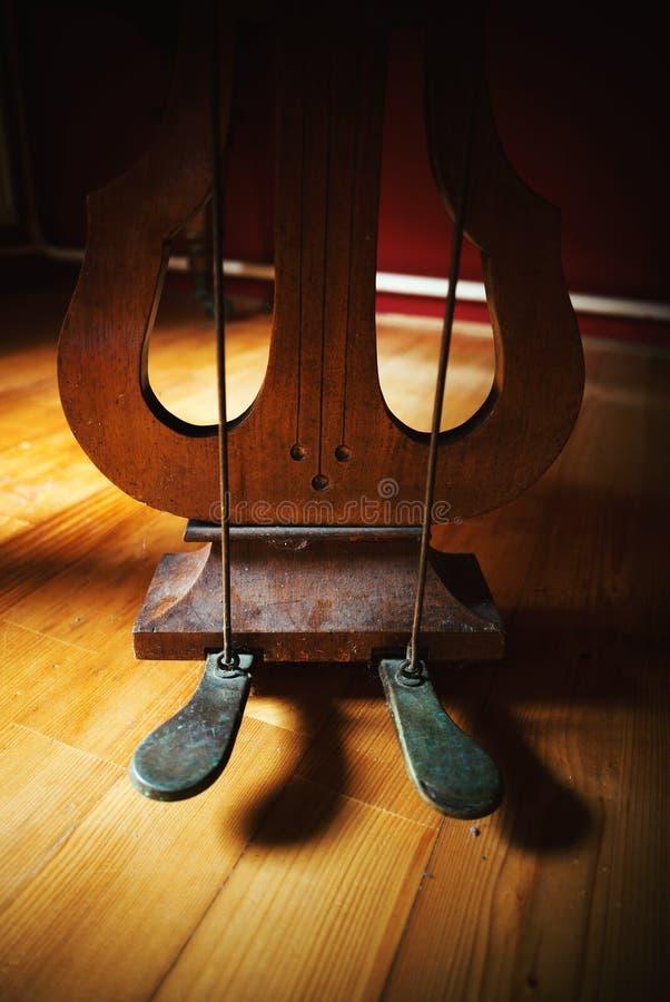 Vecchi pedali del piede del piano fotografia stock