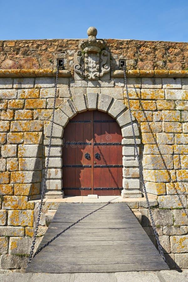 Vecchi porta e drawbridge del castello immagine stock libera da diritti