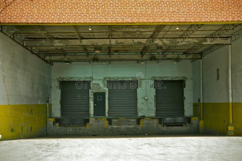 Vecchi portoni del magazzino fotografia stock libera da diritti