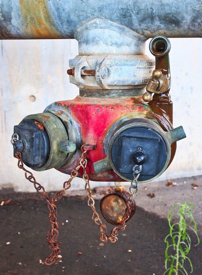 Vecchi rubinetti Colourful dell'idrante antincendio immagini stock