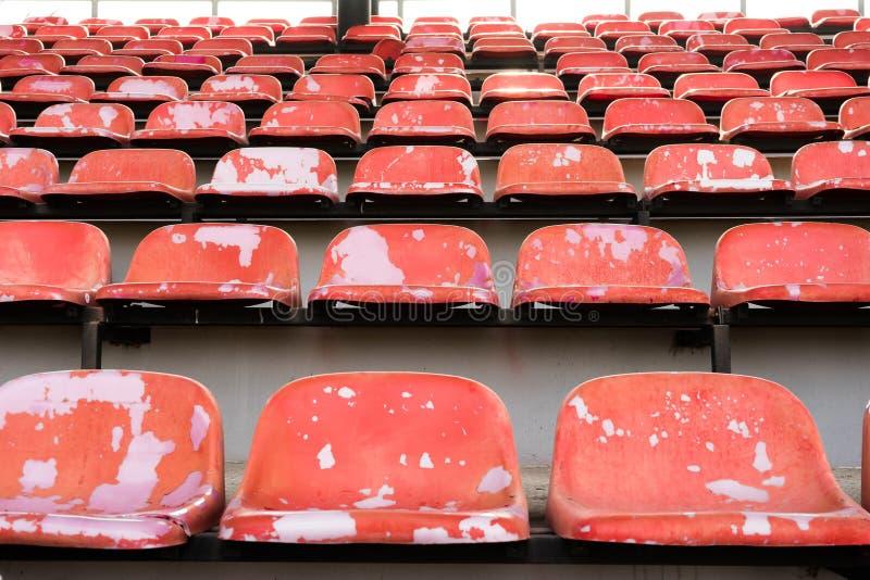 Vecchi sedili dello stadio fotografia stock