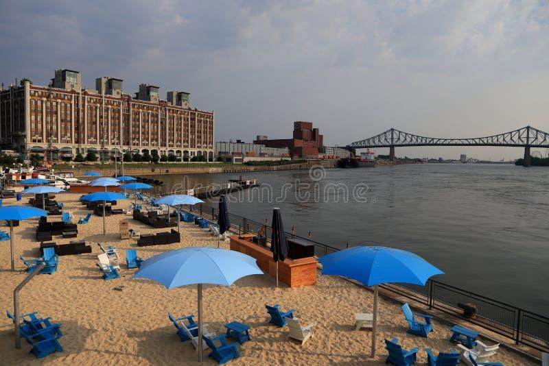 Vecchi spiaggia del ` s di Montreal, costruzioni, ponte della st Lawrence River e di Jacques Cartier fotografie stock