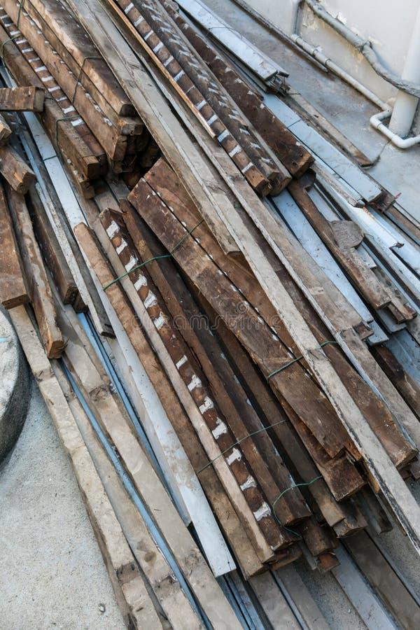 Vecchi spreco della costruzione e scanalatura di legno del tessuto fotografia stock libera da diritti