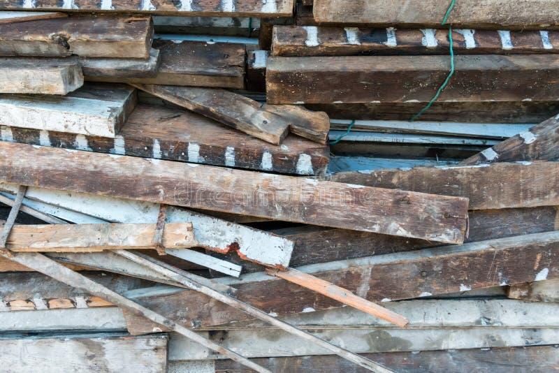 Vecchi spreco della costruzione e scanalatura di legno del tessuto immagine stock libera da diritti